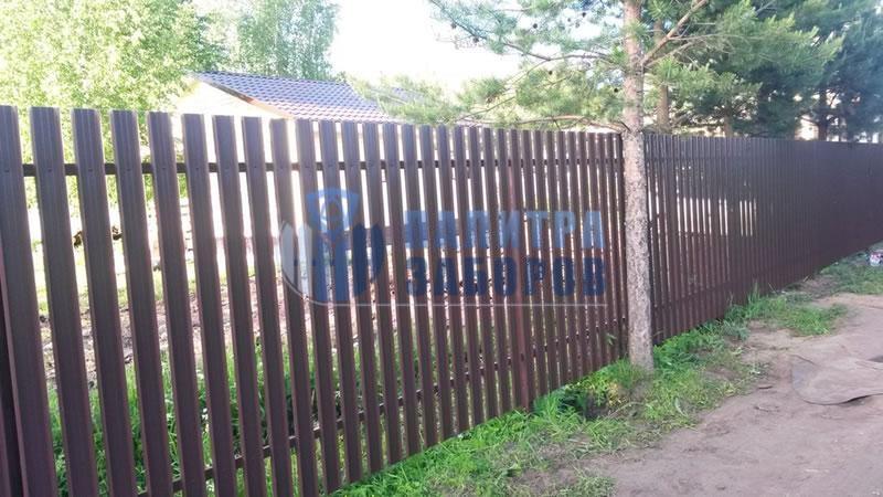 Забор из металлического штакетника с забивными столбами 100 метров