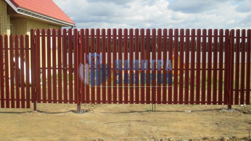 Забор из металлического штакетника с распашыми воротами и калиткой 100 метров