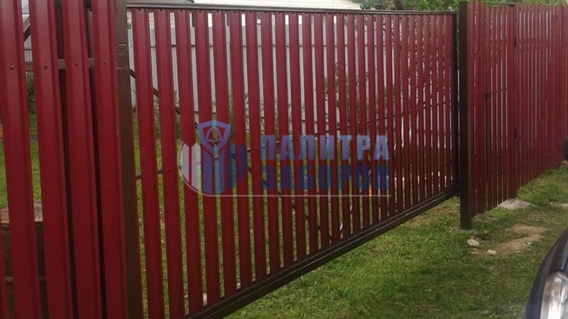 Забор из металлического штакетника с откатными воротами и калиткой 100 метров