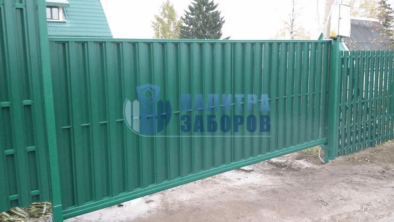 Забор из металлического штакетника с автоматическими откатными воротами и калиткой 100 метров