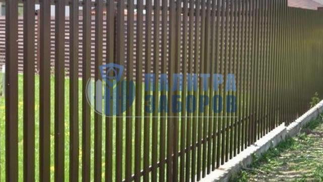 Забор из металлического штакетника  на ленточном фундаменте 100 метров в Москве