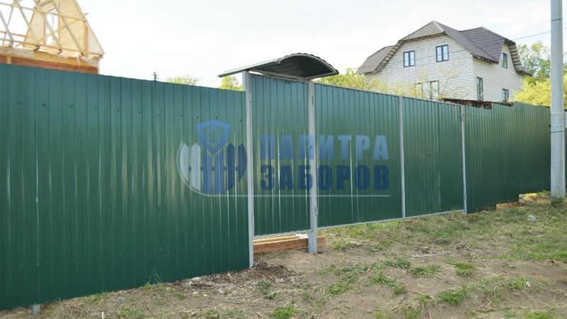 Забор из профнастила с распашными воротами и калиткой 10 соток