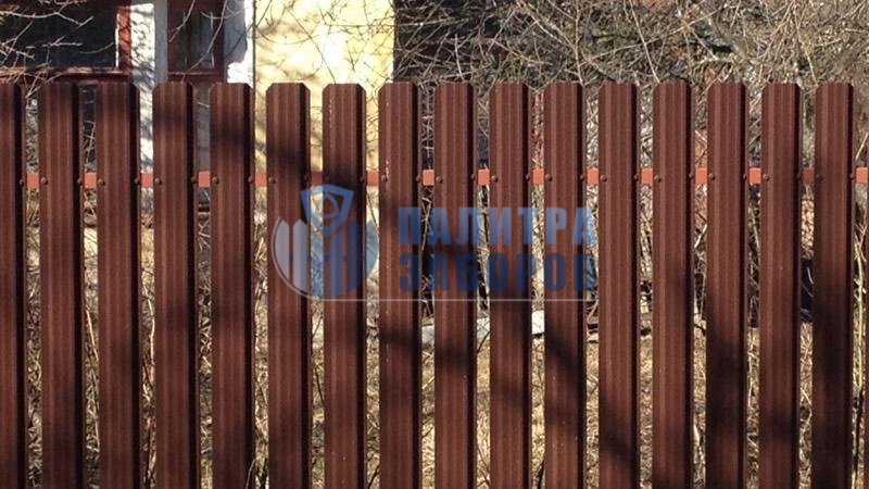 Забор из металлического штакетника с забивными столбами 10 соток