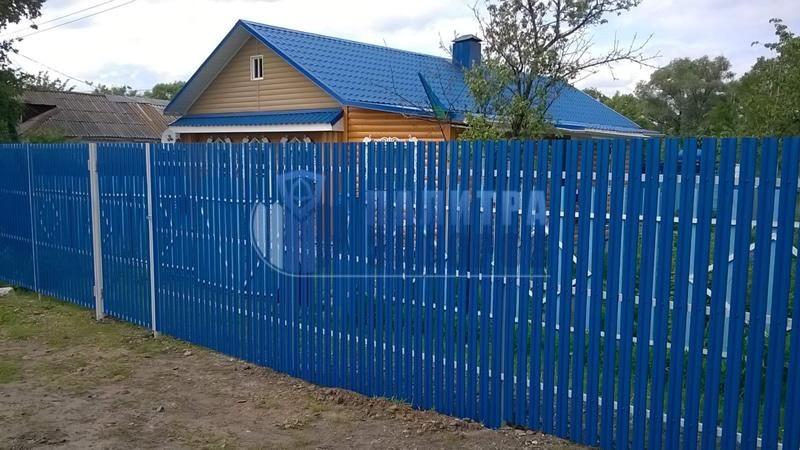 Забор из металлического штакетника с утрамбовкой щебнем 10 соток