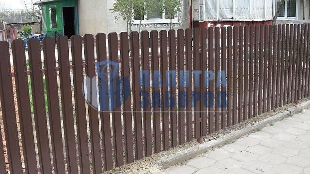 Забор из металлического штакетника с бетонированием столбов 10 соток