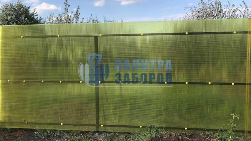 Забор из поликарбоната с забивными столбами 10 соток
