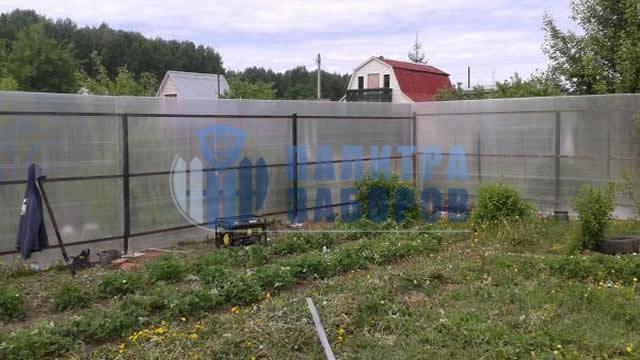 Забор из поликарбоната с утрамбовкой щебнем 10 соток