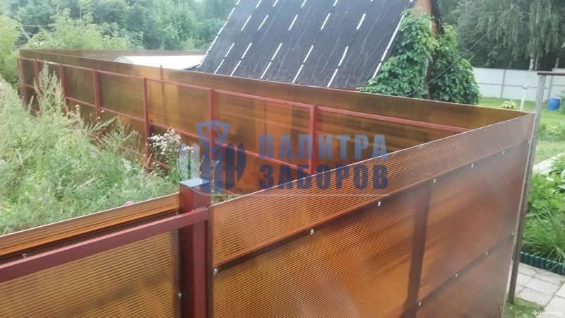 Забор из поликарбоната с бетонированием столбов 10 соток