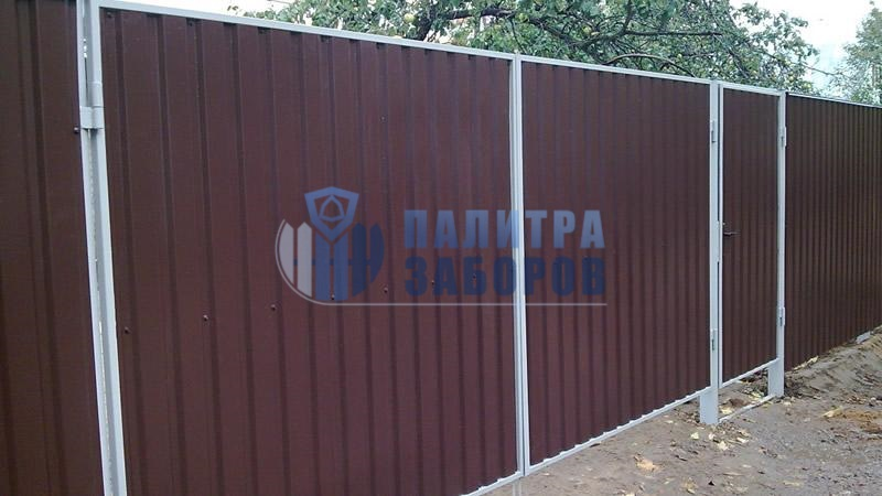 Забор из профнастила с распашными воротами и калиткой 12 соток
