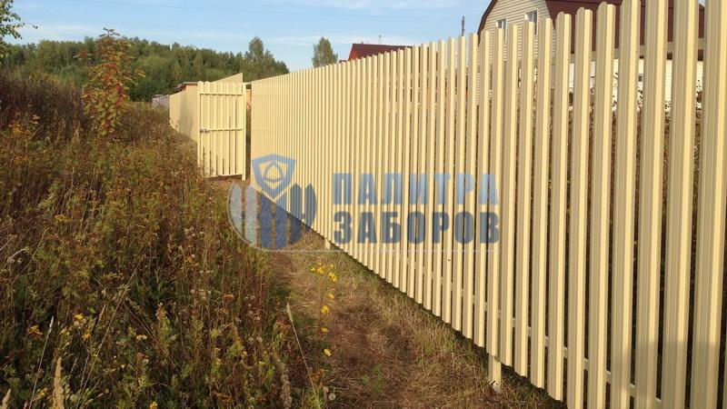 Забор из металлического штакетника с забивными столбами 12 соток