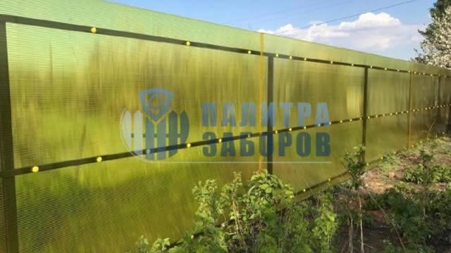 Забор из поликарбоната с утрамбовкой щебнем 12 соток