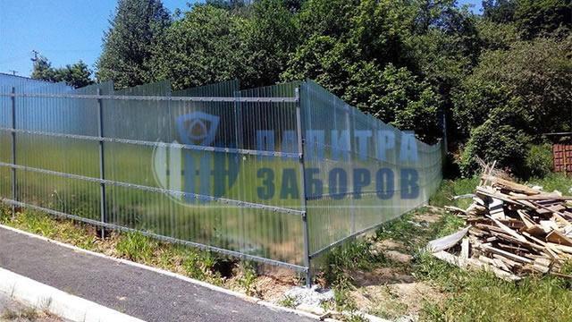 Забор из поликарбоната с бетонированием столбов 12 соток