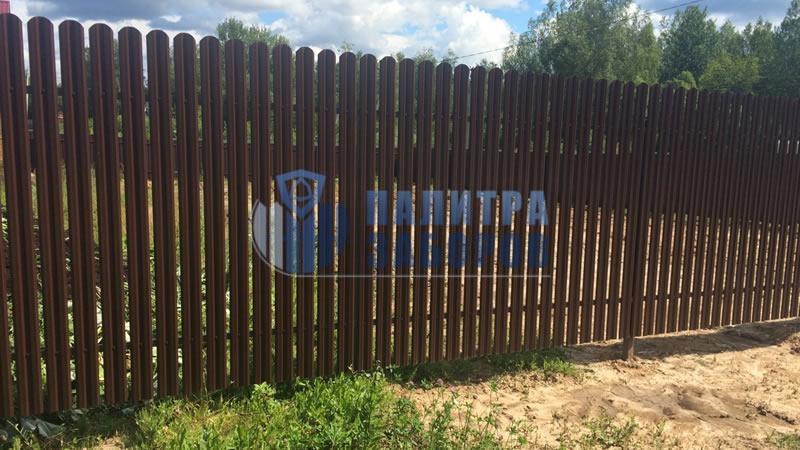 Забор из металлического штакетника с бетонированием столбов 150 метров