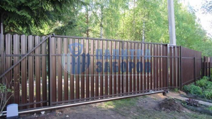 Забор из металлического штакетника с автоматическими откатными воротами и калиткой 150 метров
