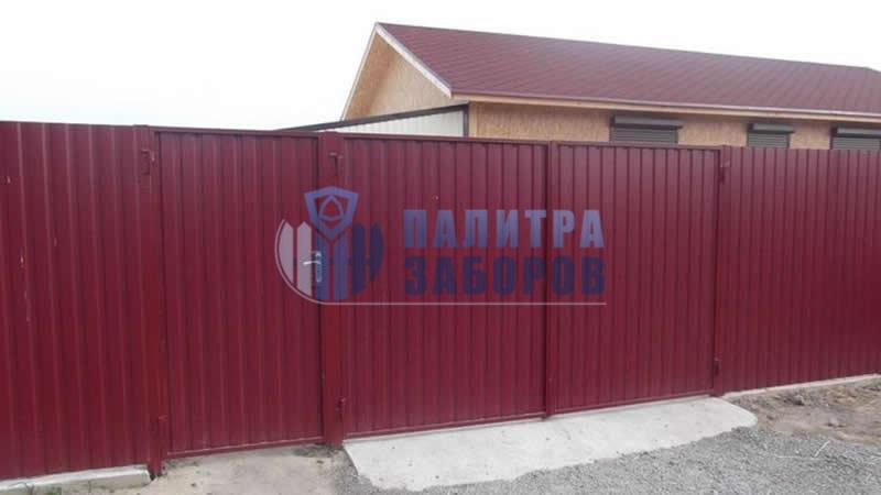 Забор из профнастила с распашными воротами и калиткой 200 метров