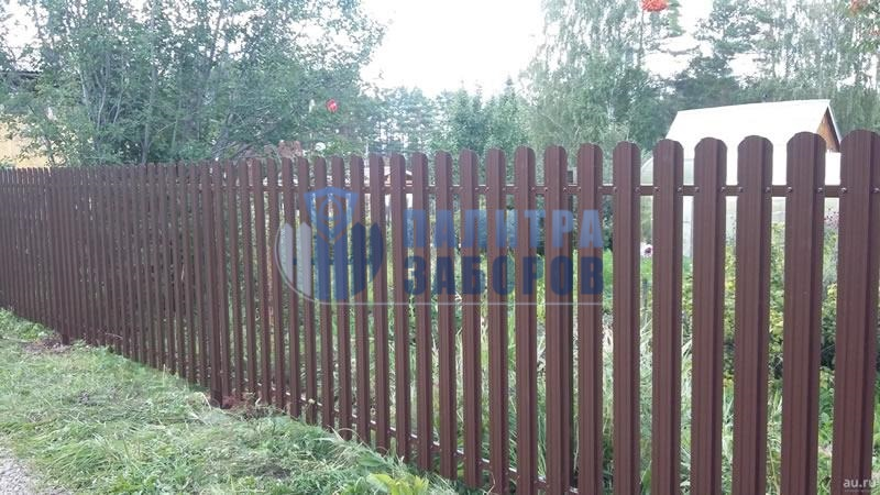 Забор из металлического штакетника с забивными столбами 200 метров