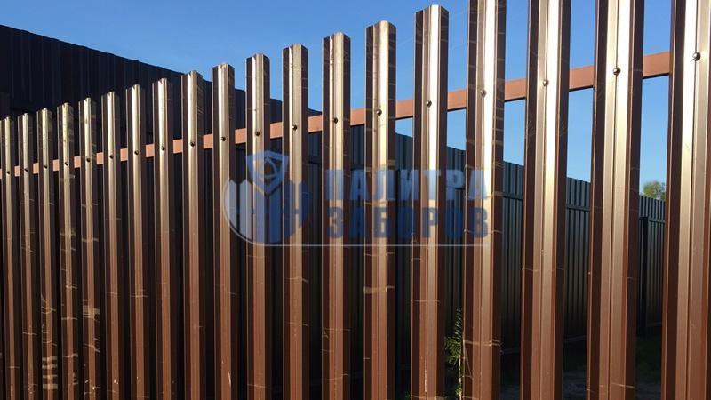 Забор из металлического штакетника с утрамбовкой щебнем 200 метров