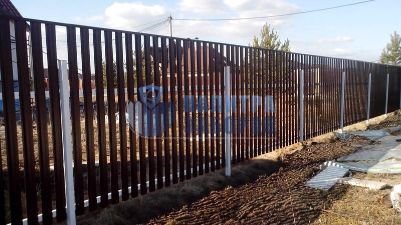 Забор из металлического штакетника с бетонированием столбов 200 метров