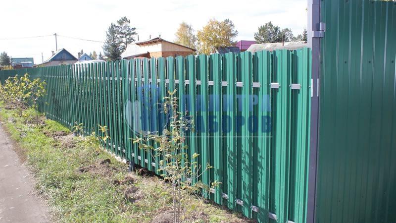 Забор из металлического штакетника шахматка 200 метров