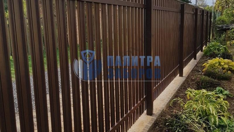 Забор из металлического штакетника  на ленточном фундаменте 30 метров