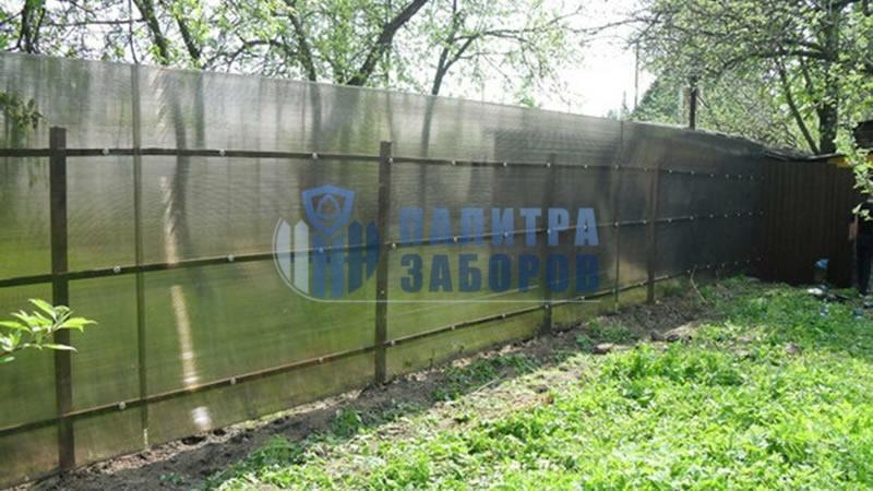 Забор из поликарбоната с забивными столбами 30 метров
