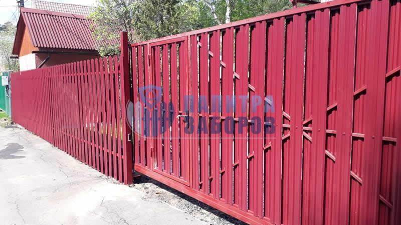 Забор из металлического штакетника с откатными воротами и калиткой 30 метров в Москве