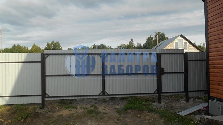 Забор из профнастила с распашными воротами и калиткой 50 метров