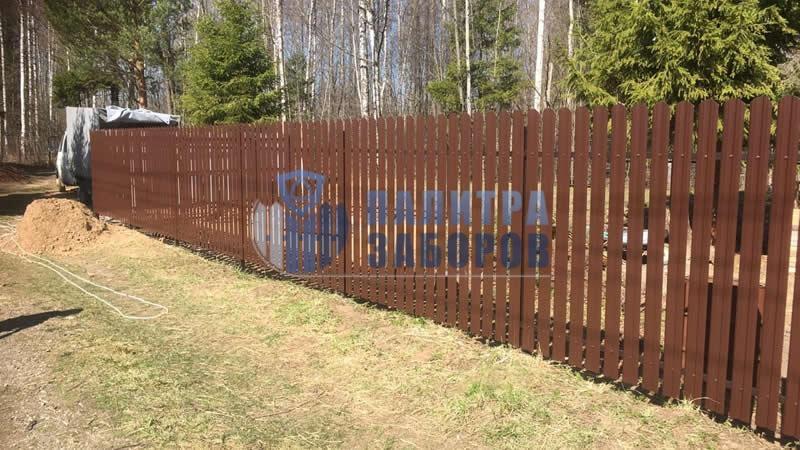 Забор из металлического штакетника с забивными столбами 50 метров
