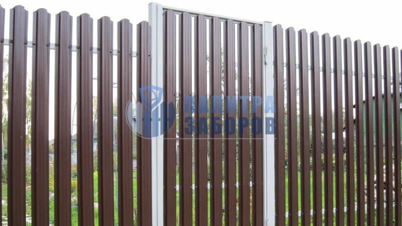 Забор из металлического штакетника с бетонированием столбов 50 метров