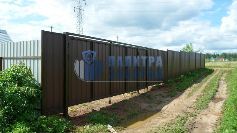 Забор из профнастила с распашными воротами и калиткой 6 соток