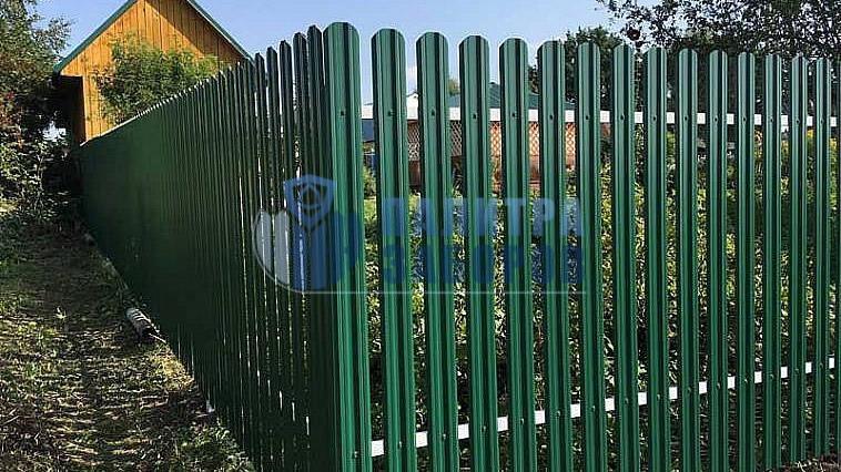 Забор из металлического штакетника с забивными столбами 6 соток
