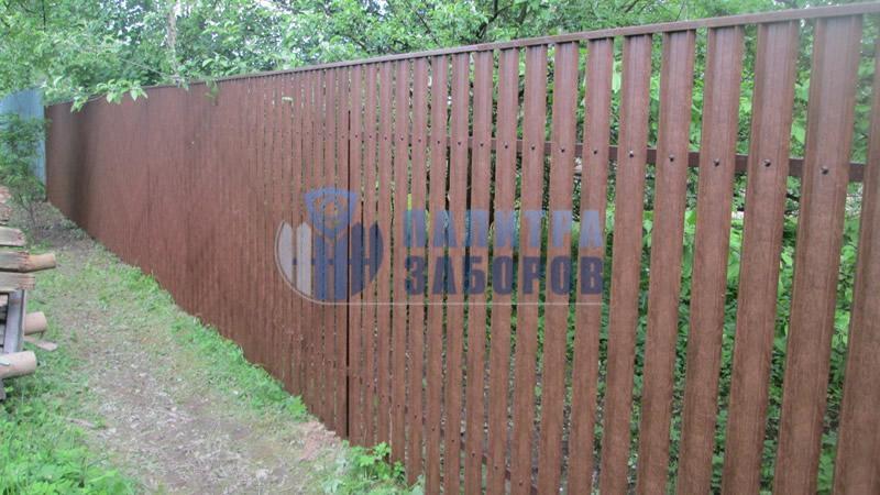 Забор из металлоштакетника под имитацию дерева 6 соток