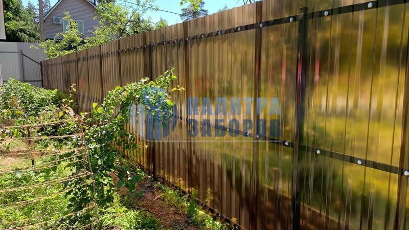 Забор из поликарбоната с забивными столбами 6 соток