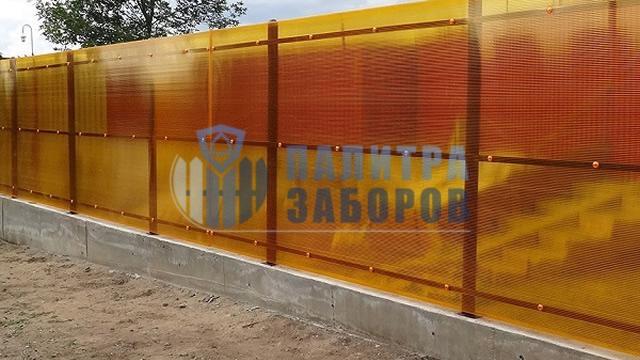 Забор из поликарбоната на ленточном фундаменте 6 соток в Москве