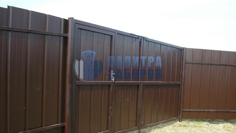 Забор из профнастила с распашными воротами и калиткой 80 метров