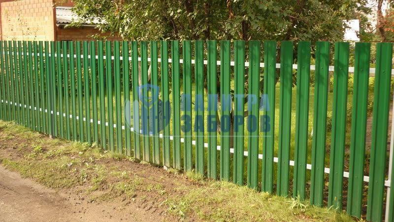 Забор из металлического штакетника с забивными столбами 80 метров