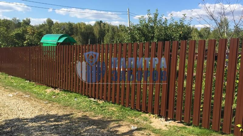 Забор из металлического штакетника с бетонированием столбов 8 соток