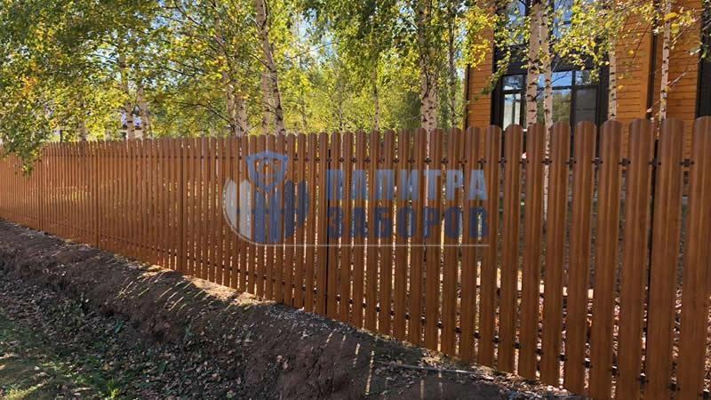 Забор из металлоштакетника под имитацию дерева 8 соток