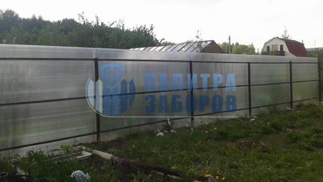 Забор из поликарбоната с утрамбовкой щебнем 8 соток