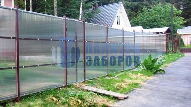 Забор из поликарбоната с забивными столбами 8 соток