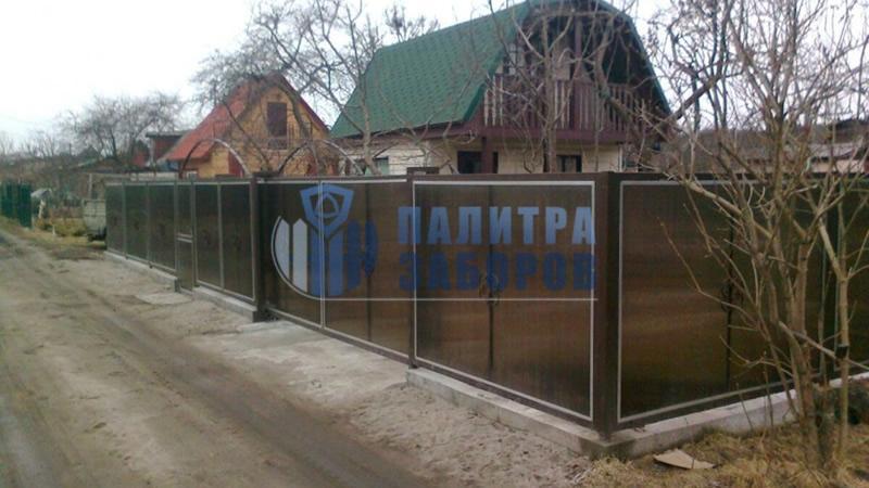 Забор из поликарбоната на ленточном фундаменте 8 соток