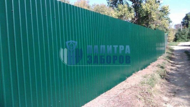 Забор из профнастила с утрамбовкой щебнем 100 метров