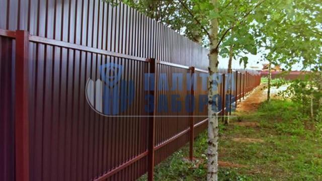 Забор из профнастила с утрамбовкой щебнем 12 соток в Москве