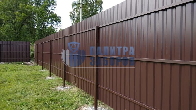 Забор из профнастила с утрамбовкой щебнем 50 метров